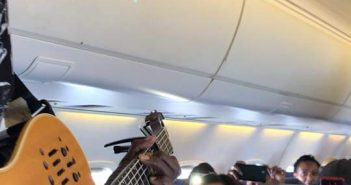 Images : Oliver Mutukudzi Makes History Performing on A Fastjet Flight From Harare to Victoria Falls