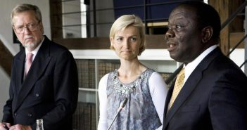 Prime Minister Morgan Tsvangirai (R) of Zimbabwe, Danish minister of development Ulla Tornaes
