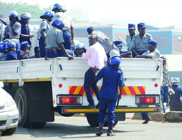 Riot police throw stones at vendors; detain Editor and harass journalists filming the incident