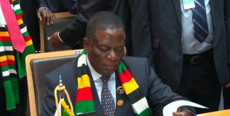 Mnangagwa hands free US$500 to civil servants