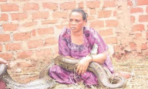 woman-zimbabwe-breastfeeds-snake-2